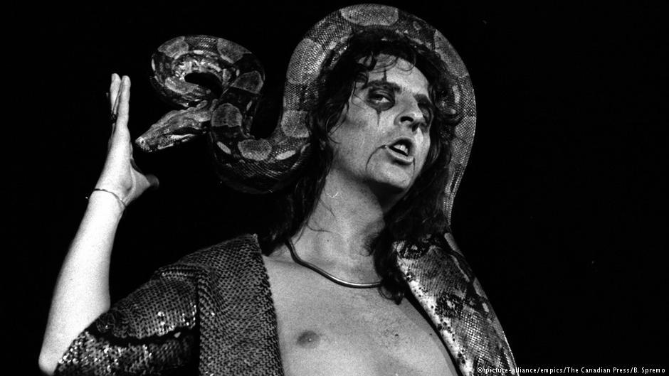Alice Cooper y el incidente de la gallina ¿leyenda o realidad?