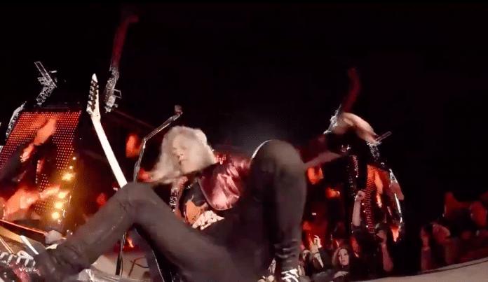 Kirk Hammett de Metallica resbaló del escenario en pleno concierto