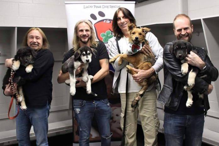 JUDAS PRIEST visita un centro de rescate canino en Canadá (Fotos)