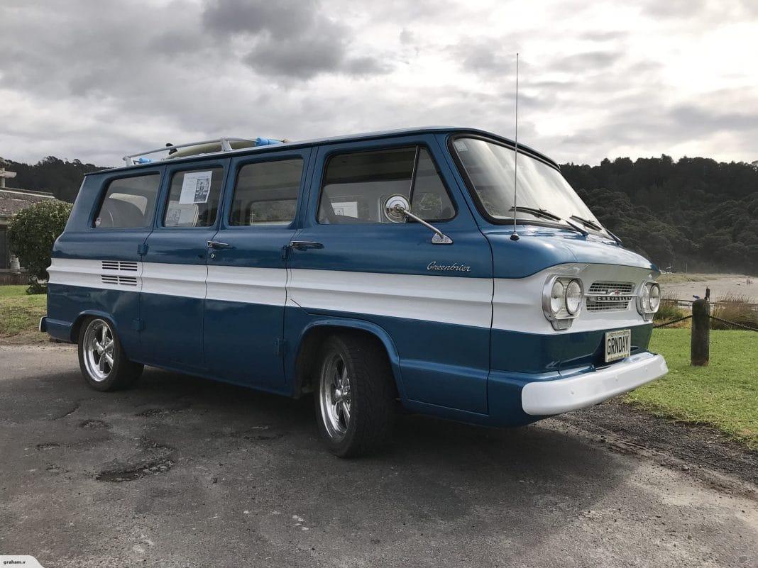 BILLIE JOE de GREEN DAY vende su furgoneta Chevrolet de 1961 (Fotos)