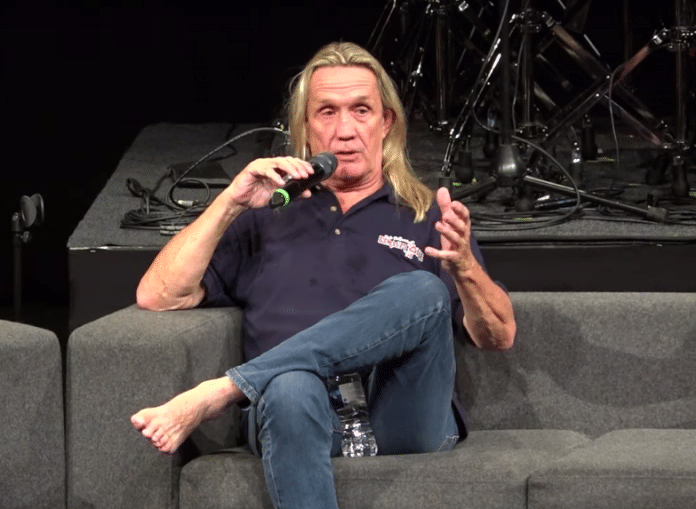 NICKO MCBRAIN de IRON MAIDEN no usa doble bombo porque
