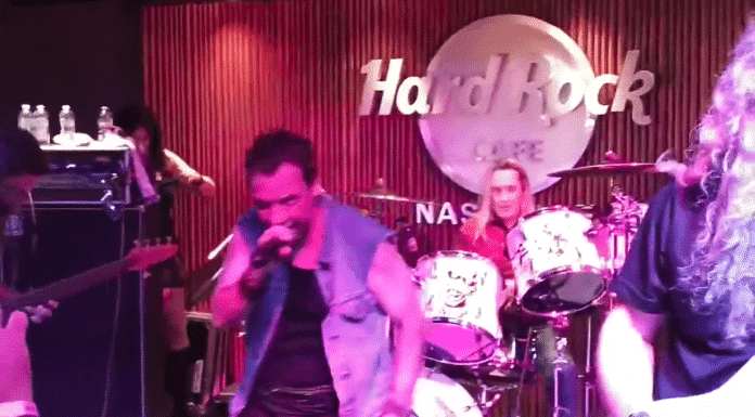NICKO MCBRAIN toca con una banda tributo a IRON MAIDEN en Nashville (Video)
