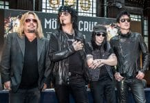 VINCE NEIL toca canciones clásicas de MOTLEY CRUE en Illinois (Video)