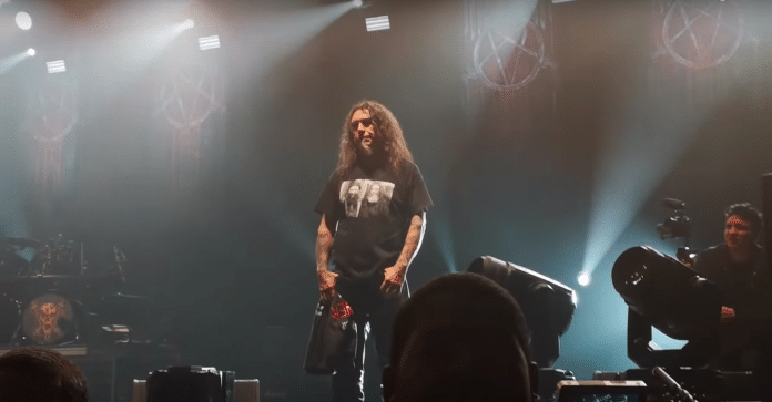 TOM ARAYA de SLAYER se emociona en el último concierto del grupo (VIDEO)